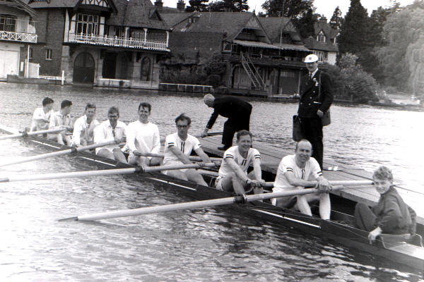 The 1954 Thames Cup crew - click for enlarged view