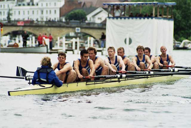 Thames Cup crew 2002 - click for enlarged view